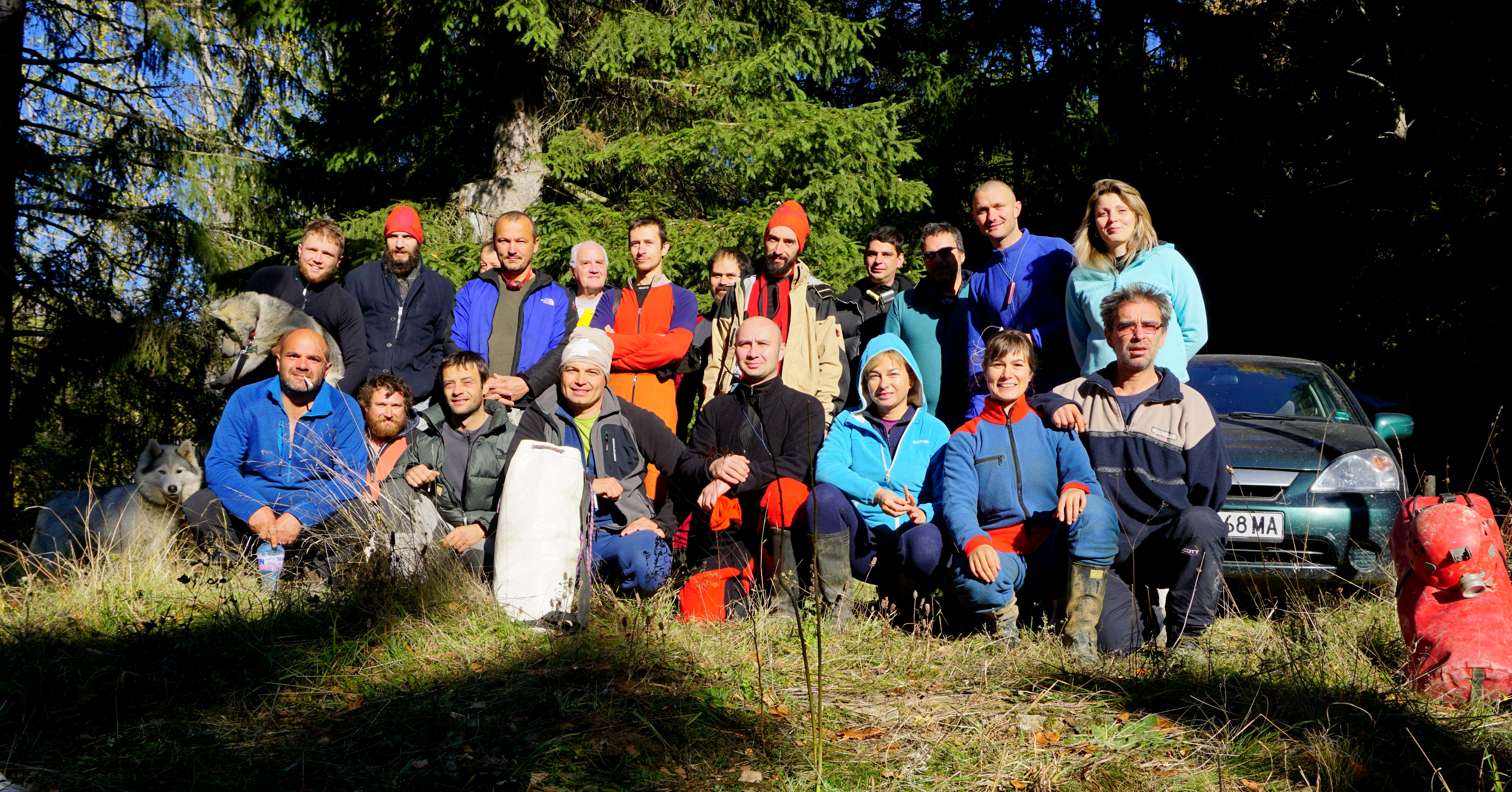 Експедиция за картиране на погранични пещери